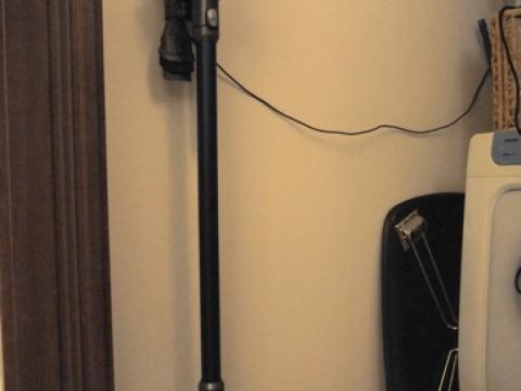 コードレス掃除機は壁掛けで常時出動待機態勢にすべし [正しい壁掛けブラケットの取り付け方]