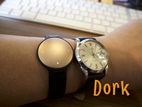 腕時計の形じゃないアクティビティトラッカー Misfit Ray